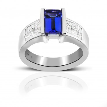 Emerald-Cut Tanzanite Cocktail ring with Invisible Princess-cut Diamonds 14 Karat White Gold