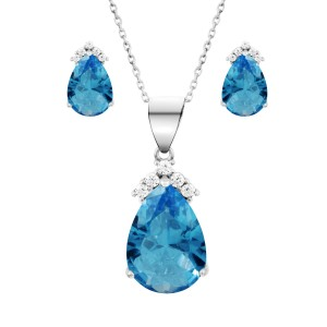 8.5 Carat Topaz Pendant with matching earrings with free Silver Chain